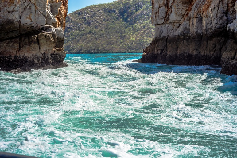 Horizontal falls close up_