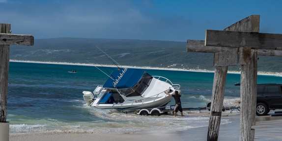 How NOT to hitch your boat - hamelin bay